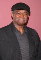 Charles Robinson profil resmi