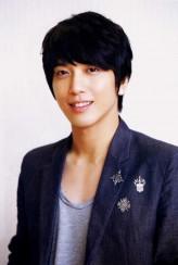 Jung Yong-Hwa profil resmi