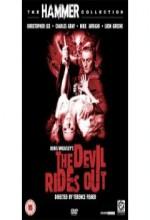 The Devil Rides Out (1968) afişi