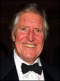 Denis Quilley profil resmi