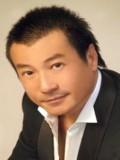Shek Sau profil resmi
