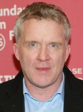 Anthony Michael Hall profil resmi