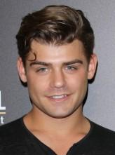 Garrett Clayton profil resmi