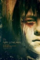 Korku Burada Yaşıyor (2012) afişi