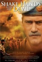 Şeytanla El Sıkışmak: Roméo Dallaire'in Yolculuğu (2004) afişi