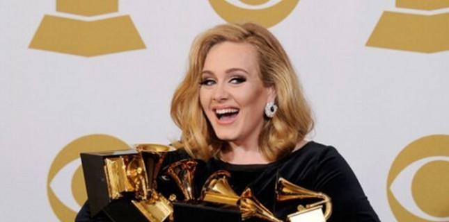 Ünlü şarkıcı Oscar gecesinde şarkı söyleyecek