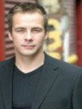 Chris Bradford profil resmi