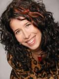 Andrea Menard profil resmi