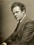 Charles Bickford profil resmi