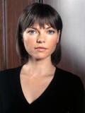 Nicole De Boer profil resmi