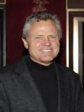 William Broyles Jr. profil resmi